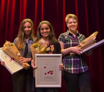 De tre vinnarna i skrivtävlingen, Jag skriver i dina ord; Rebecca Runesson, Maria Absim och Klara Asklund. Foto: Jarmo Väyrynen