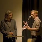 Karl Ove Knausgård och konferencier Carl Forsberg