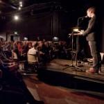 Konferencier Pål Börjesson presenterar författarna