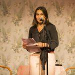 Emma Ahlqvist läser sitt vinnande bidrag. Foto: Jarmo Väyrynen