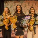 De tre vinnarna i Jag skriver i dina ord 2018, Vera Smith Jonsson, Amanda Bravo och Emma Ahlqvist. Foto: Jarmo Värynen